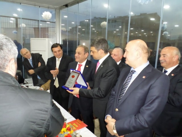 Ahlaksız yayın yapan gazetelerin reklamları kesilsin,Umut Oran Taksim Spor Kulübünü ziyaret etti