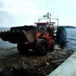 Ada düşmanlarının döktüğü kaçak molozlar kaldırıldı