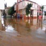 Yağmur suları Adalar'da hayatı felç etti