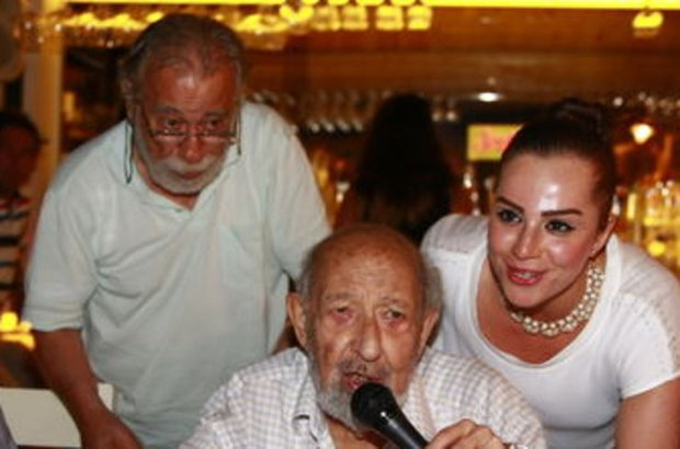 Ara Güler 87'inci yaşını Kınalıada'da kutladı
