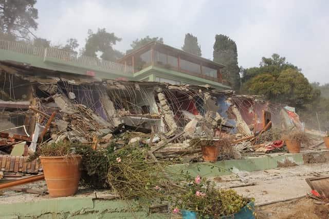 Aya Nikola Butik Pansiyonu yıkıldı