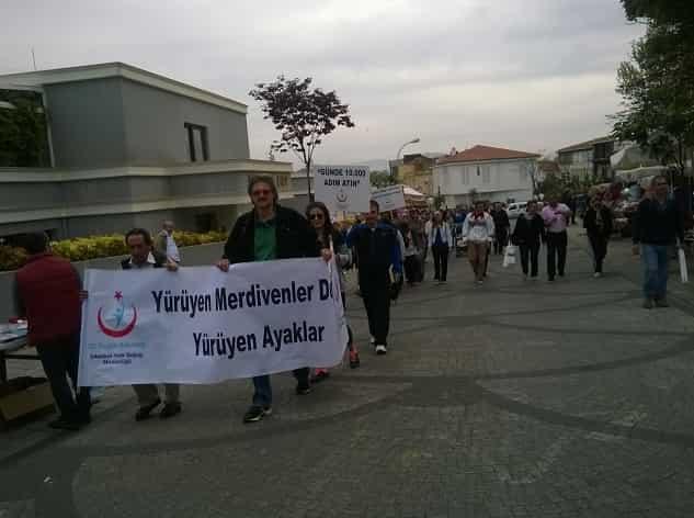 Adalılar ve sağlıkçılar sağlık için yürüyor