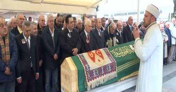 Mete Akyol Büyükada'da son yolculuğuna uğurlandı