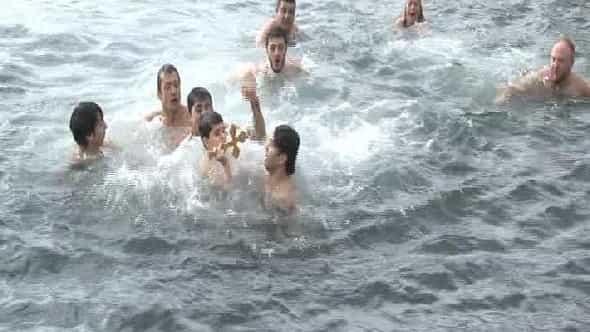 Burgazadası'nda ayin ve denizden haç çıkarma