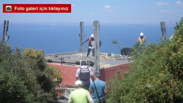 Kınalıada'daki Kaçak TV vericilerinin üzerinde bulunduğu boş direk yıkıldı