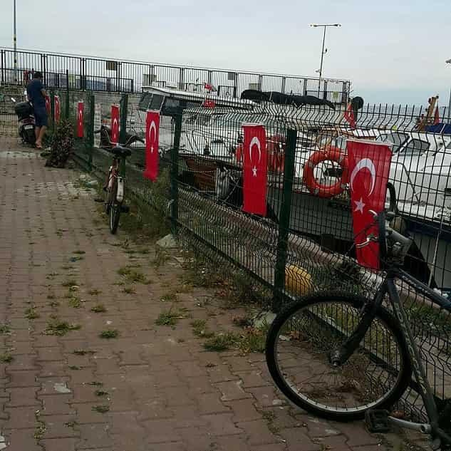 Kınalıada'da Türk bayrağını yakan alçağa en güzel cevabı Adalar MHP verdi