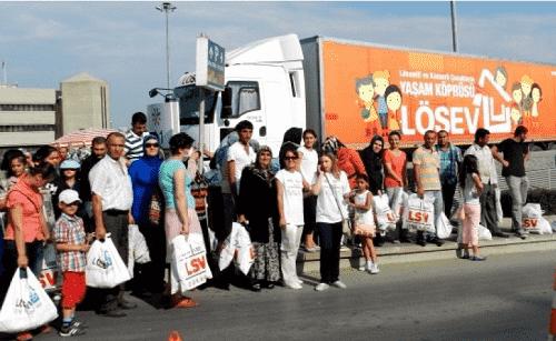 LÖSEV İyilik Tırı, İstanbul'da Ümraniye Meydan İstanbul AVM'de yardım dağıtacak