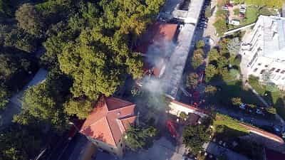 Kabataş Erkek Lisesi'nin sinema salonunun çatısında yangın çıktı