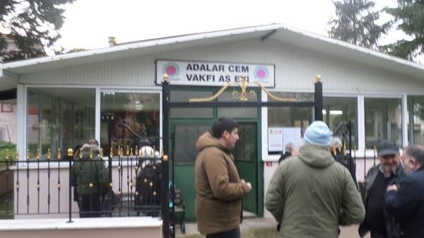 Burgazadası Adalar Cem Evi'nde Hızır Lokması Dağıtıldı