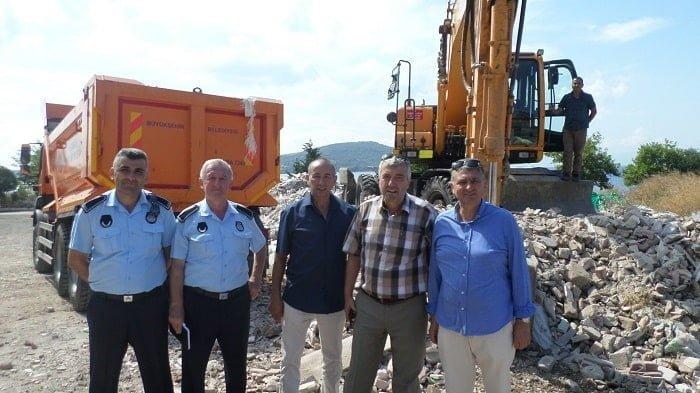 Adalar Belediye Başkan yardımcıları Kınalıada'da halkın sorunlarını dinledi