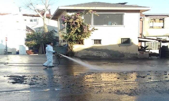 İBB, fayton durağını ilaçlama ve temizleme işlemine devam ediyor
