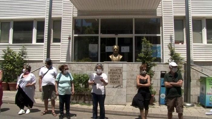 adalar-belediyesi-protesto-edildi