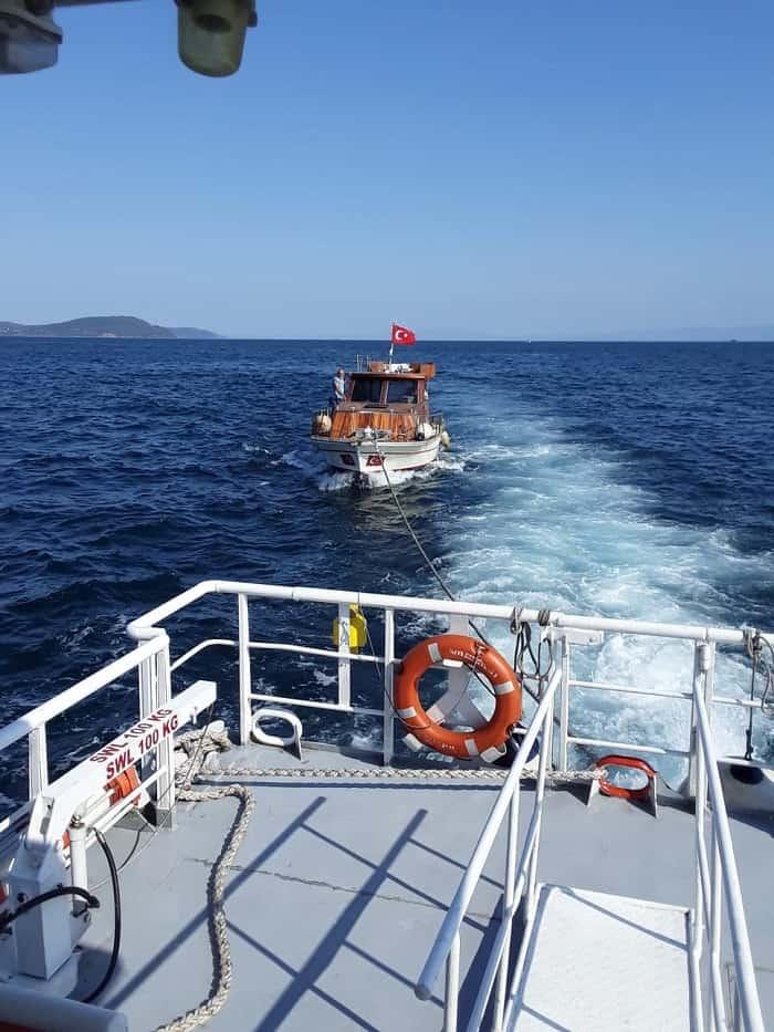 yassiada-aciklarinda-suruklenen-tekne-haydarpasa'ya-cekildi