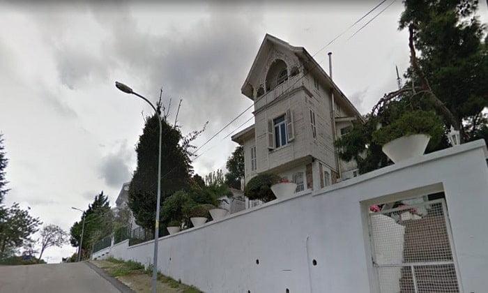 Kınalıada'da açık arttırmadan satılık köşk