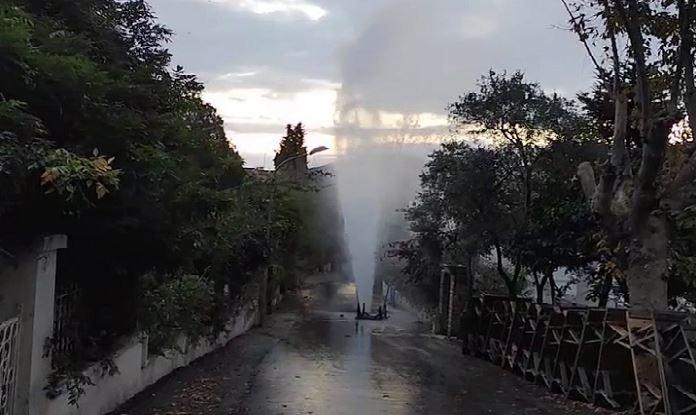 Burgazadası'nda su borusu patladı!