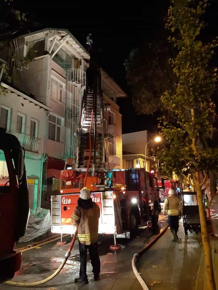 Büyükada Çınar Caddesinde yangın!