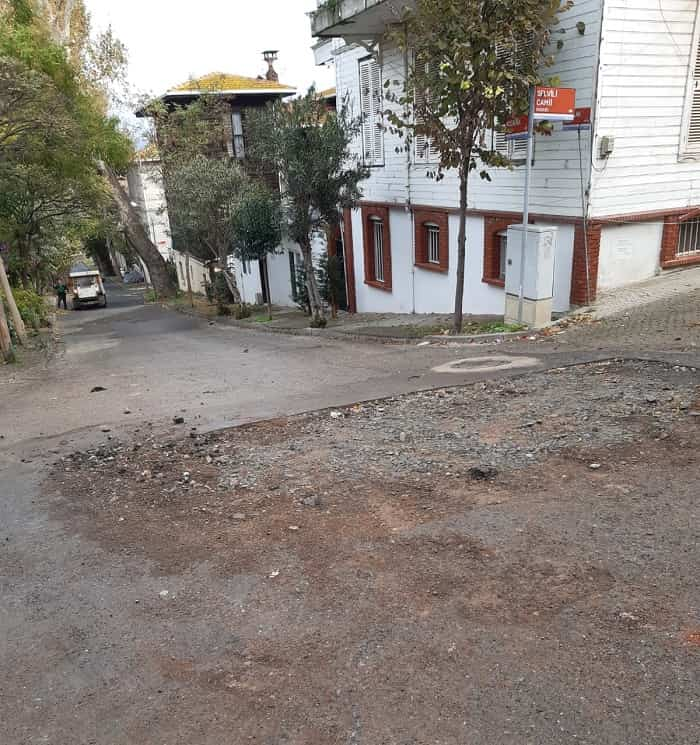 Büyükada'daki bozuk yollar vatandaşı canından bezdirdi