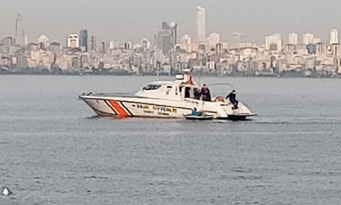 Kanoyla denize açılan vatandaşları sahil güvenlik çevirdi