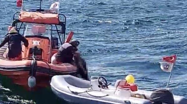 Adalar seferini yapan vapurdan denize düşen şahıs hayatını kaybetti