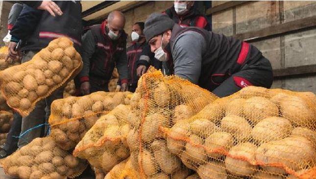 Adalar'da ihtiyaç sahiplerine patates ve soğan dağıtımı