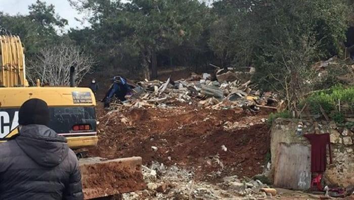 Burgazada'da at ahırları İBB ekipleri tarafından yıkıldı