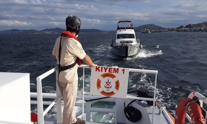 Burgazadası açıklarında sürüklenen tekne kurtarıldı