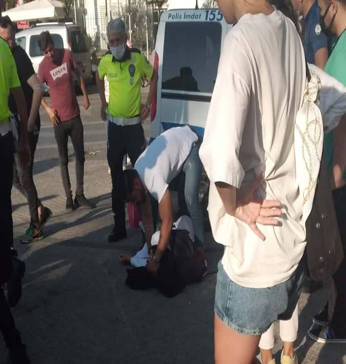 Büyükada'da bisiklet sürücüsü polis aracına çarparak yaralandı