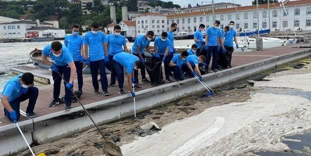 Deniz Harp Okulu öğrencileri müsilaj temizliğine katkı vermeye başladı